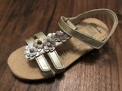 "Clarks Girls ""RIO FLEUR"" Gold Leather Sandals size 9.5F.New"