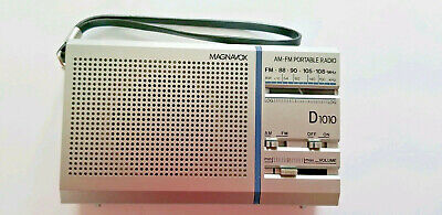 Vintage Magnavox D1010 Portable AM/FM Transistor Radio in Original Box