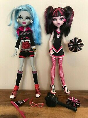Monster High Dolls - Fearleading - Draculaura and Ghoulia