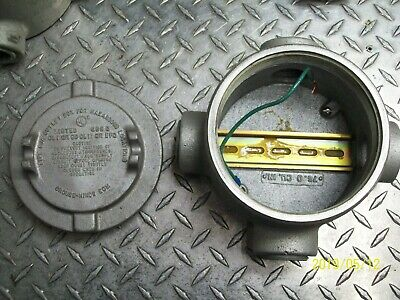 """Crouse-Hinds Guax49 Explosion Proof (4) 1-1/4"""" Hubs Outlet Box & Cover 5' Dia"""