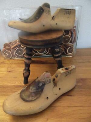 Antique Vintage Pair Shabby Industrial Factory Chic Wood Shoe Lasts 1 Display