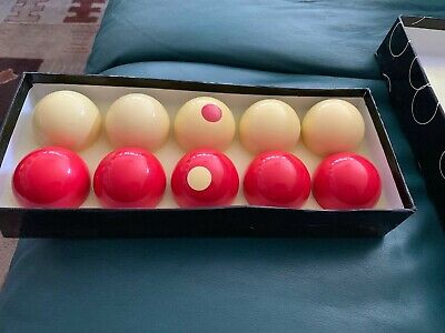 Lot of 10 Vintage Bumper Pool Snooker Balls 5 Red,  5 White! Nice Condition!