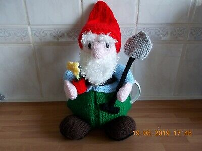 GARDEN GNOME TEACOSY   (fits 4-6 cup teapot)