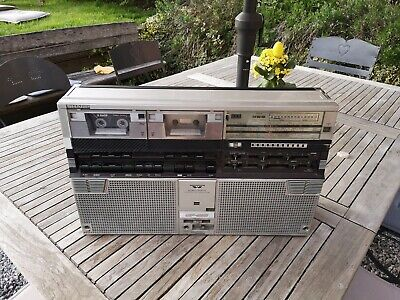 Vintage Boombox Sharp gf-555 x portable stereo cassette radio player - retro