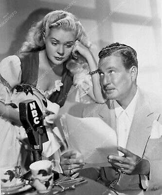 8b20-3684 Alice Faye Phil Harris doing NBC radio broadcast 8b20-3684 8b20-3684