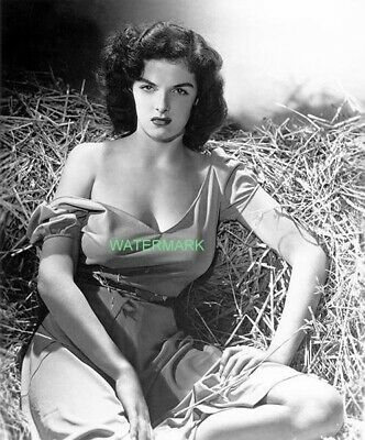 Jane Russel poses for the movie The Outlaw in 1940s PUBLICITY PHOTO 5 x 7