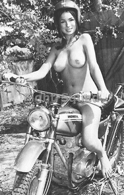 Picture Photo Erotic antique vintage art nude Beautiful Woman in a Honda 3266