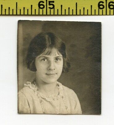 Vintage 1930's BOOTH photo / Cute Tweenage Girl with Doe Eyes From Knoxville TN