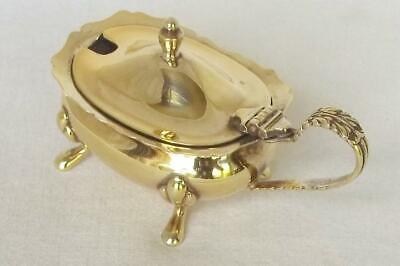 A STUNNING SOLID SILVER GILDED MUSTARD POT WITH GLASS LINER SHEFFIELD 1977. b.