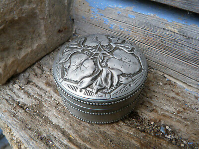 Antique  1920 old French tin box for powder or other figuring leaves