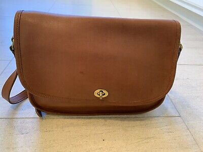 5d4ea46ee251a VINTAGE COACH BRITISH Tan Flap Crossbody Compact Turnlock Pouch Bag ...