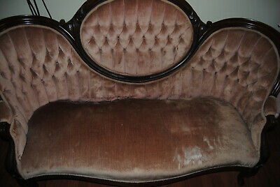 ANTIQUE ROSE COUCH 5 FT WIDE (Good Condition) Local Goose Creek SC Pickup Only!