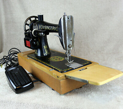 Singer Sewing Machine Mains powered, vintage/collector. Full working condition