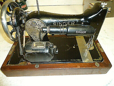 Antique Electric Singer Sewing Machine AE689302 Class Model 128 W/ Woodcase
