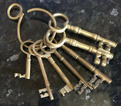 Bunch Of 7 Antique / Vintage Solid Brass Keys / Jailers / Castle / Church