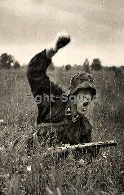 WW2 Picture Photo German Soldier Attack SS totenkopf 3318