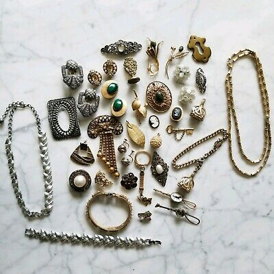 Large Lot of Vintage Gold and Silver Tone Jewelry Brooches Earrings Necklaces