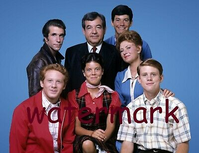 Happy Days 70'S-80'S Tv Show Cast Group Family Blue Backdrop Publicity Photo