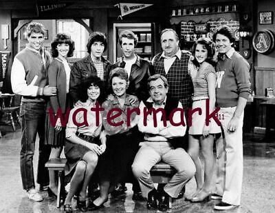 Happy Days 70's-80's Tv Show Full Cast Group Family Black&white Publicity Photo