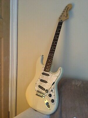 squier vintage modified stratocaster ( 70's Model )