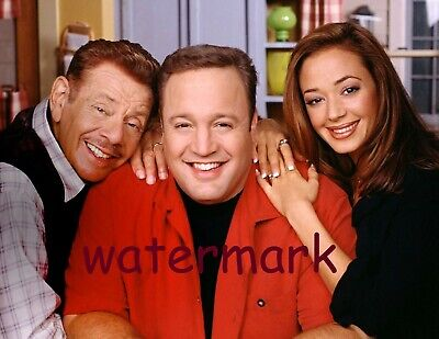 The King Of Queens 90'S-00'S Tv Show Cast Smiling In Kitchen Publicity Photo