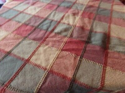 """Vintage Tablecloth 64"""" Round"""