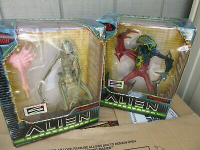Hasbro ALIEN RESURRECTION Newborn & Battle Scarred ALIEN Movie Edition Set 1997