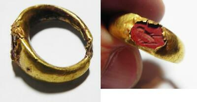 ZURQIEH -as11114-   ANCIENT ROMAN GOLD RING WITH A RED JASPER INTAGLIO. 200 A.D