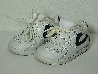Pre-Owned OshKosh Infant Toddler Boy's White Lace Up Shoes 'Lil Orbit' Size 4