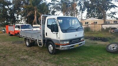 Mitsubishi 2001 canter table top truck.. Car Licence long Rego!