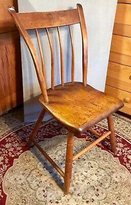 """Antique American Thumb Back Maple Windsor Chair c 1830-1850 33"""" H"""