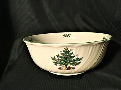 NIKKO HAPPY HOLIDAYS Deep Round Serving Bowl Swirled Christmas Tree Stars Gifts