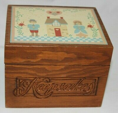 """Keepsakes Wood Recipe Box Holds  4""""x 6"""" Index Cards ~ Country Hearts & Flowers"""