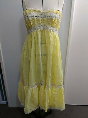 Vintage  Lemon Yellow  Nylon Full Slip Size S
