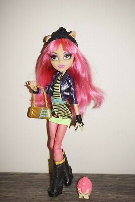 Monster High doll Howleen Wolf 13 Wishes with Pet Hedgehog Mattel