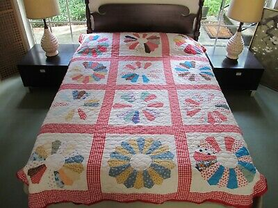 """Vintage All Cotton DRESDEN PLATE Quilt w/ Wonderful Sea Shell Quilting 89"""" x 69"""""""