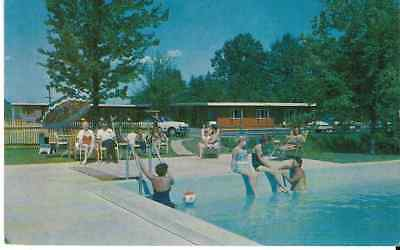 """Enfield CT  """"The Dunn' s Motel Swimming Pool"""" Postcard  Connecticut"""
