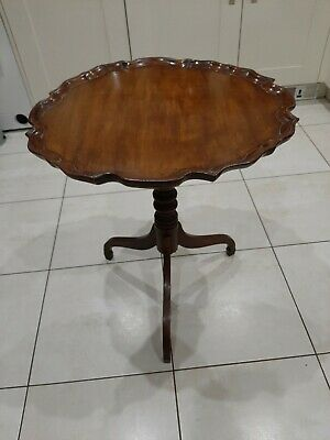 Beautiful 18th/19th Century antique Mahogany Tripod table  With Piecrust Top.