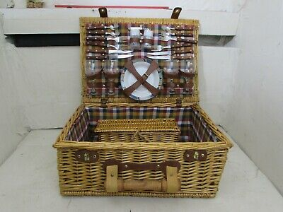 4 Place Picnic Hamper Set, Inner Lined With Inner Wicker Wine Basket