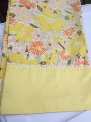 Vintage Pair Pillowcases Springmaid Wondercale Floral Flowers Daisy