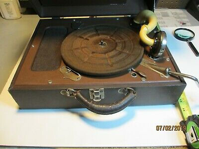 """RCA VICTROLA """"suit case"""" RECORD PLAYER/no needle"""