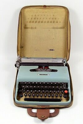 Vintage Olivetti Lettera 22 Typewriter with Case