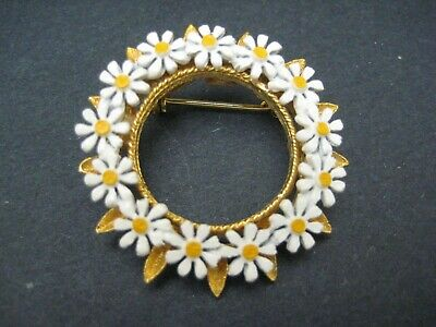 Vintage Daisy Flower Wreath Brooch Circle Pin Gold Tone Metal Costume Jewelry