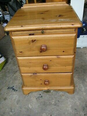 Ducal Victoria bedside table cabinet