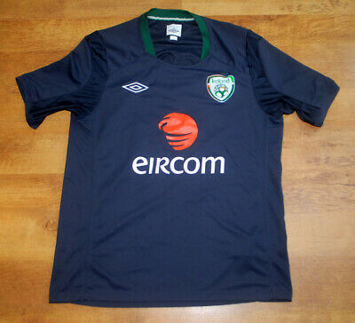 Umbro Ireland training shirt (Size M)