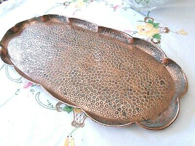 HANDSOME ANTIQUE HAND HAMMERED OVAL COPPER TRAY WITH WAVY EDGED GALLERY 23 ins