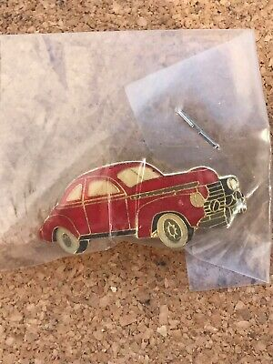 OLD RED SPORTS CAR pin badge CARS  CLASSIC Cars VINTAGE