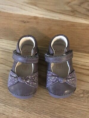 Clarks First Shoes. Floral Bow With Velcro Fastening In Lilac Leather. VGC. 2.5G