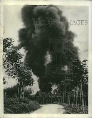 1942 Press Photo Burning Rubber on a Malayan Rubber fired by Japanese Invaders