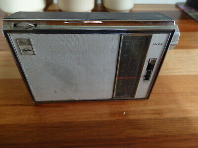 Retro Toshiba 8 Transistor Radio. Model 8M- 390 In working order..